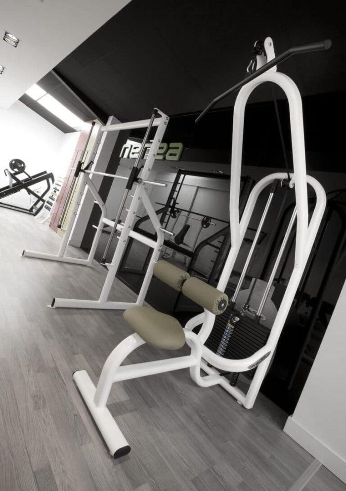 M quinas de musculaci n y jaulas nerea para gimnasios for Maquinas de musculacion